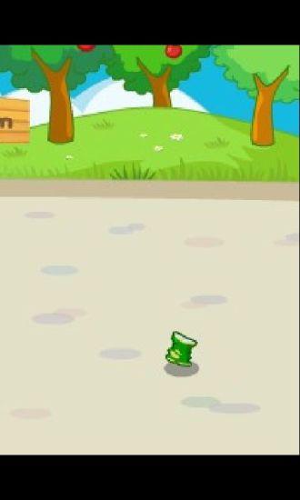 小男孩踢垃圾罐