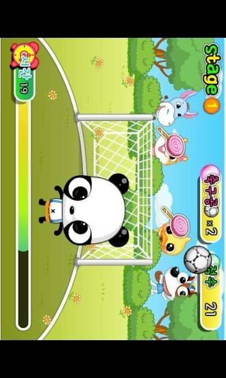 小熊猫顶足球